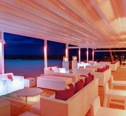Lux belle mare   beach dinner